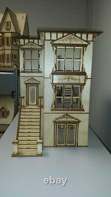 Lisa Painted Lady San Francisco (124 scale Dollhouse)