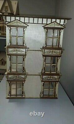 Lisa Painted Lady San Francisco with garage 124 scale Dollhouse